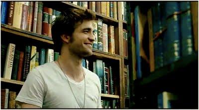 Se hvor lykkelig bøgerne gør ham